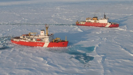 The Canadian Coast Guard vessel Louis S. St-Laurent (front) and the US Coast Guard vessel Healy (back). Photo: Natural Resources Canada